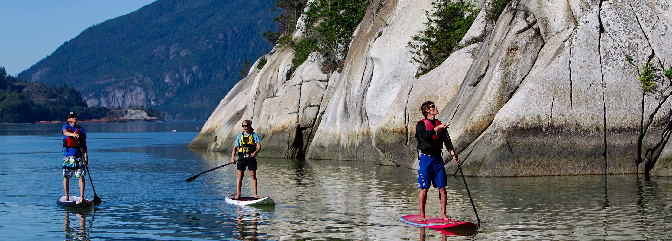 Group Stand Up Paddleboarding in Howe Sound